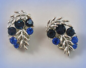 Vintage Lisner Brilliant Blue Rhinestone Earrings Leaves Silvertone Designer 1950s Clip