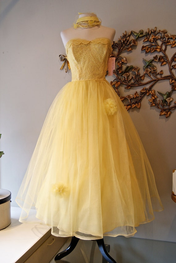 50s Dress / 1950s Party Dress / 50s Wedding Dress / Vintage 1950s Yellow Tulle Strapless Dress Size S