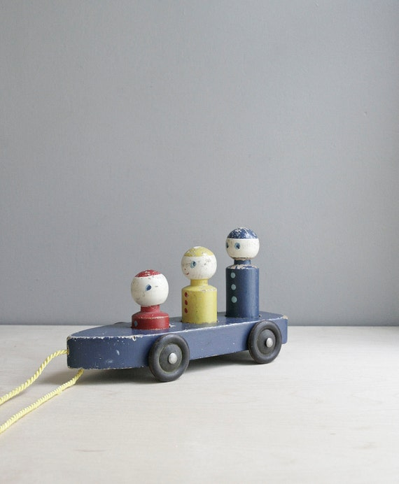 sale : vintage pull toy / primary colors