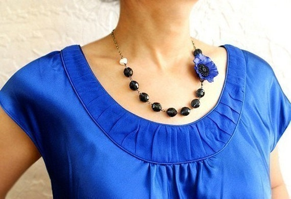 Navy blue flower statement necklace, beaded Necklace, Bridesmaid jewelry, Navy Poppy Necklace, Sapphire Blue wedding jewelry