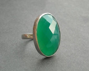 Emerald green ring - Faceted ring - Oval ring - Green onyx ring - Gemstone ring - Cab ring - Gift for her