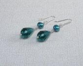 Emerald Crystal Earrings Teal Teardrop Long Earrings Green Pearl Dangle Green Earrings Freshwater Pearls Emerald Green Pearl Earring Elegant