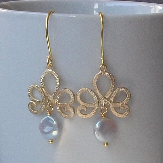 LAST ONE Coin Pearl Gold Dangle Earrings
