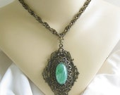 Vintage Art Deco Nouveau Style Green Swirl Art Glass Pendant Necklace