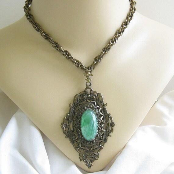 Vintage Art Deco Nouveau Style Green Swirl Art Glass Pendant Necklace