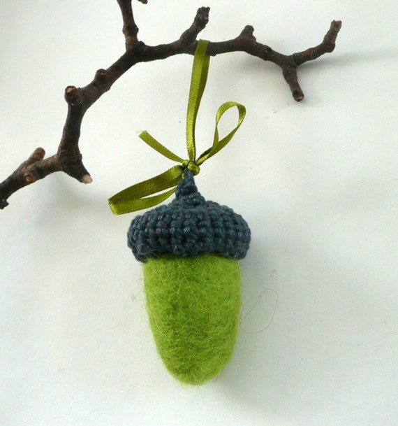 Big felted wool acorn ornament keychain key ring nursery decor wodland Birthday party favor green decoration keychain garland Weddings eco