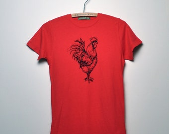 Organic Rooster Tee - Unisex (Earth Red)