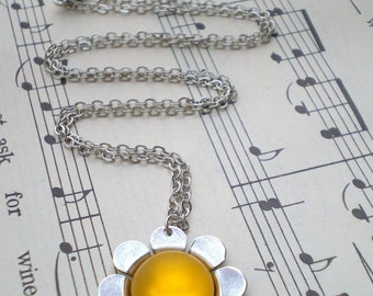 Flower Necklace, Glow Jewelry, Daisy, Yellow, Silver Necklace