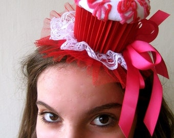 Cupcake party hat (white, red and pink)