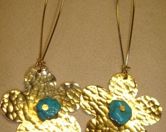 Daisy earrings gold and turquoise accent