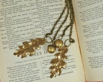 Leaf Jewelry Oak Leaves and Acorns Lariat on a Double Brass Chain for a Versatile Autumnal Piece of Jewelry. Detailed, Naturalist Leavesc