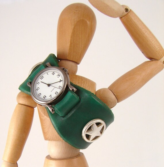 Ranger - Analogue Retro Watch With Green Leather Band