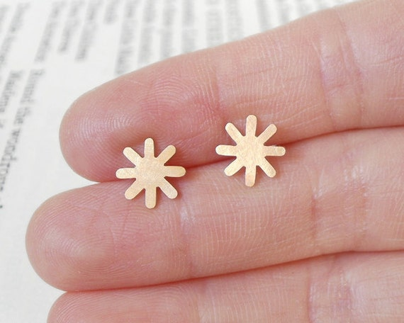 star earring studs in 9ct yellow gold, weather forecast jewelry handmade in UK