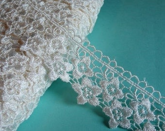 Lace Venise Style in Ivory for Bridal, Appliques, Jewelry Design, Millinery, Headbands L 2035