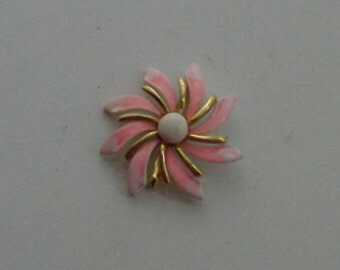 60s Pink and White Daisy Brooch