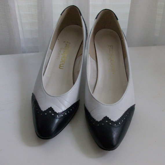 black and white spectator two toned pumps size 8n