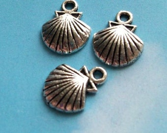 10 clam shell charms, silver tone, 14mm