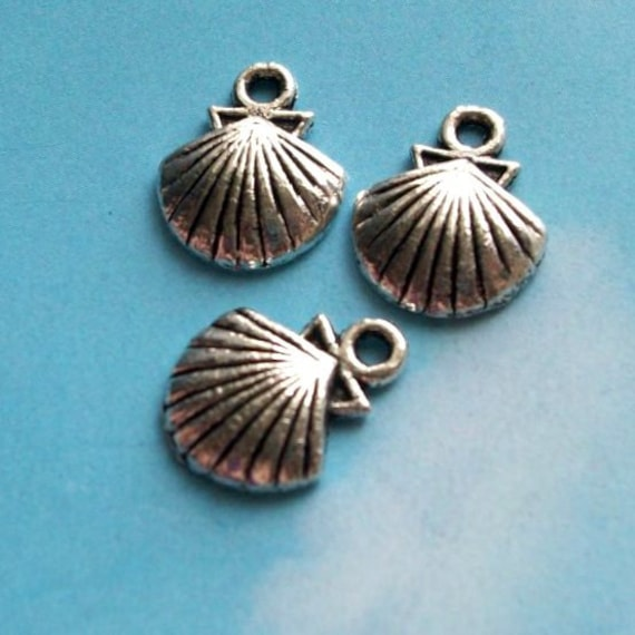 40 clam shell charms, silver tone, 14mm
