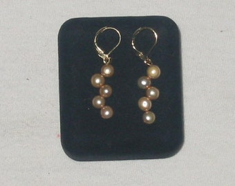 Elegants In Pearls  earrings freshwaterpearls.. antique white.....shipping free to U.S.