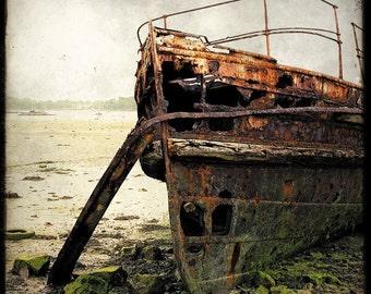 Epave de Bateau 04 - Fine Art Print - Forgotten Ships - Boat Wreck Landscape Photography - Etsy Wall Art - TFTeam
