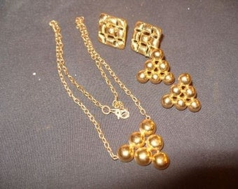 Vintage EARRINGS and NECKLACE Monet Gold-tone Big Chunky 1970's-80's  lot of 3