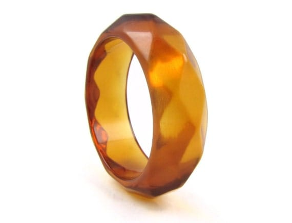 "Juicy Lucie - Vintage Chunky Apple Juice Lucite Faceted Bangle Bracelet, Thick Honey Amber Plastic, 1"" Wide"