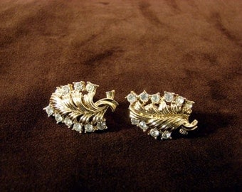 Vintage 50s Rhinestone Gold Tone Metal Leaf Earrings Signed Coro