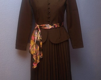 Mandarin - Retro Brown Suit with accordian skirt