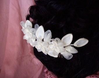 Petite organza flower comb