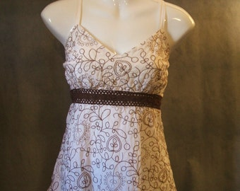 Ladies White Muslin Babydoll/Empire Waist Top w brown Embroidery & Lace Boho  sz M/L