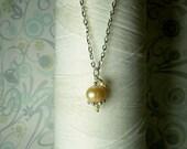 HALBER Preis - kostbare kleine Perle - Pfirsich Perlenkette / Perlenkette / Sterling Silber / Braut Schmuck / Champagner Perlen