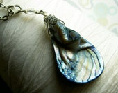 Big Mother of Pearl - sapphire blue shell necklace / brass necklace / sapphire necklace / shell necklace / beach jewelry / bridal jewelry