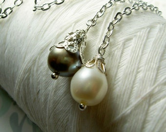 Lasso A Seahorse - white and pewter pearl necklace / pearl necklace / lariat necklace / white pearl necklace / bridal jewelry
