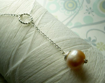 Ol Ball and Chain - peach pearl necklace / lariat necklace / pearl necklace /peach necklace/ pearl jewelry / bridal jewelry /champagne pearl