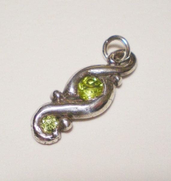 Peridot fine silver swirl pendant
