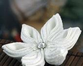 SALE!! White hair flower, bridal hairpiece, wedding hair clip, fascinator, kanzashi, Japanese, silk, fabric, winter, snow, botanical, UK