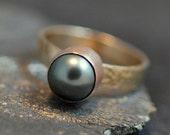 Black Tahitian Pearl on Yellow Gold Ring