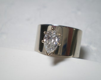 Pear Shaped Diamond Ring in 14k White Gold / Huge diamond / with Appraisal / Engagement Ring / Wedding / pear shape / HUGE diamond / wow