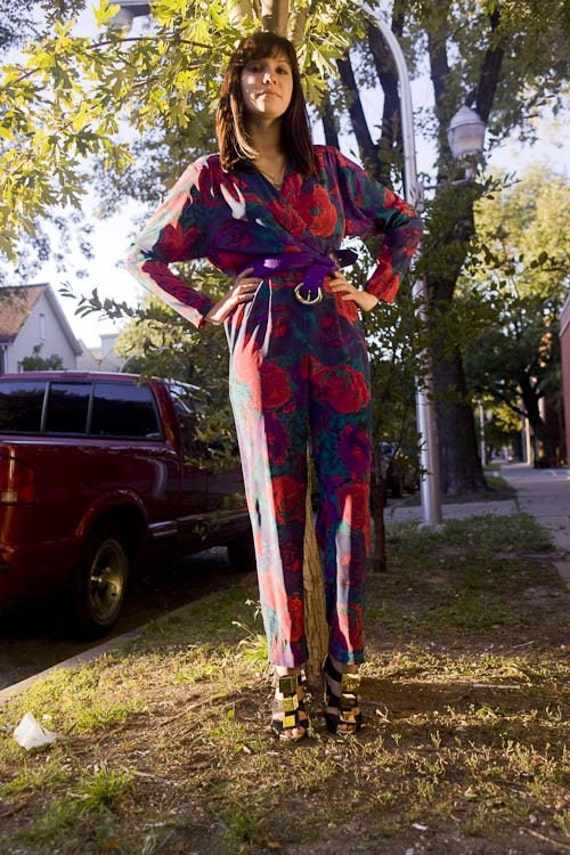 Vintage 1980s Cross Body Button Up Floral Jumpsuit with Open Back and Matching Belt (sz 4)
