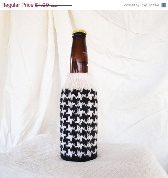 Knit Koozie Pattern : Items similar to PDF Knitting Pattern - Houndstooth Beer Koozie on Etsy
