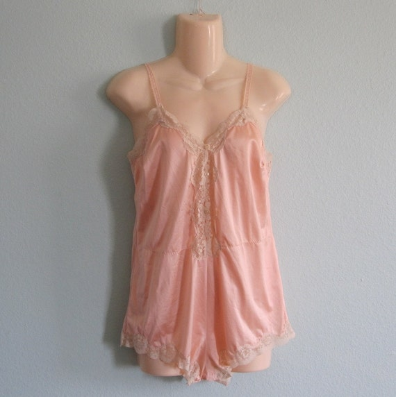 Vintage 1970s Teddy - Peach Satin and Ivory Lace 1920s Style Lingerie Romper by Kayser - 70s Peach Teddy S