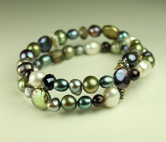 Pearl Bracelet / Multi colored freshwater pearl and crystal / memory wire bracelet / Medium size no. 2