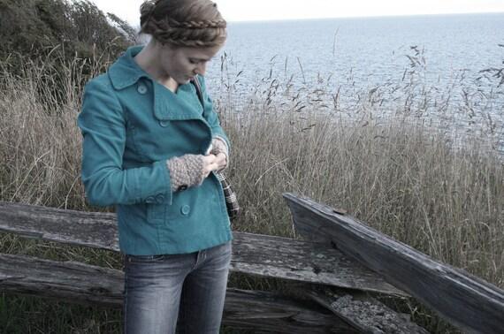 KNITTING PATTERN // Mitten Cuffs // moss stitch fingerless mitts PDF