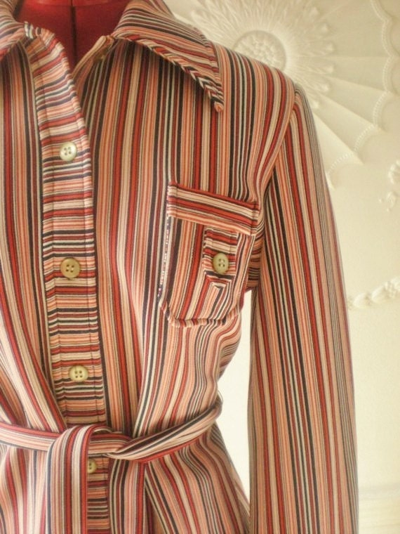 Vintage 60s Red White and Blue Collared Shirt. 1960s Button up.