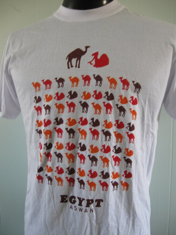 Vintage Tshirt Egypt Aswan Camels Cool Print Soft Thin White Tee MEDIUM