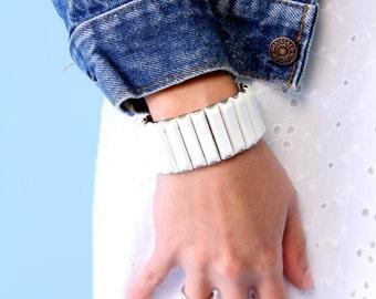 Vintage White Chunky Stretchy Bracelet 60s