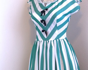 VTG 1950s Mode O' Day chevron dress