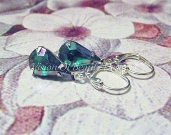 Emerald Green AB Rhinestone Earrings. Vintage Aurora Borealis Teardrop Earrings. Silver Settings.