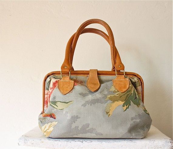s a l e . 80s pastel floral carpet bag doctor bag