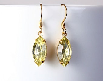 Estate style hollywood yellow jonquil glass dangle earrings READY to ship (216) - Flat rate shipping